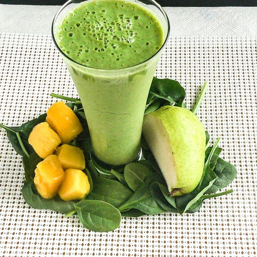Pear Spinach Mango Smoothie [ V + GF + Paleo ] kiipfit.com