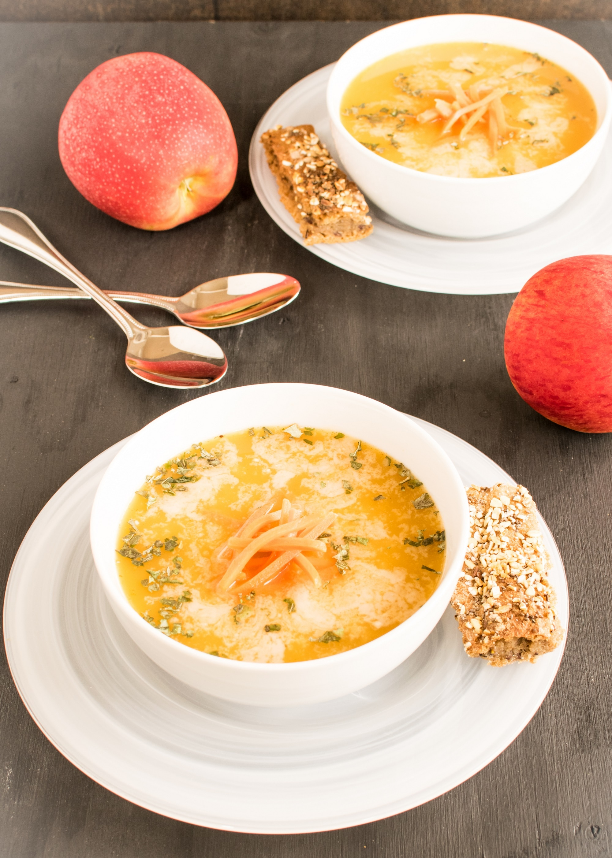 Spiced Apple Carrot Soup | vegan paleo meal with so much flavor and deliciousness to keep you satisfied and healthy | kiipfit.com