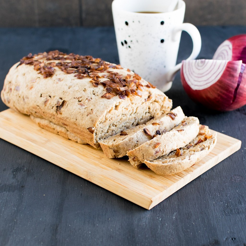 A side view of sliced Roasted Onion Oatmeal Bread
