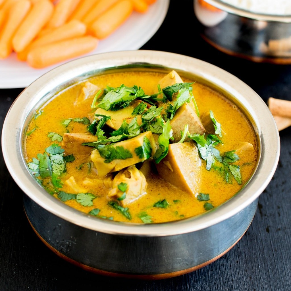 Vegan Jackfruit Turmeric Masala Curry is a wholesome and nutritious meal with Indian flavors. Lip smacking and spicy this entrée pairs well with steamed rice. It is a satisfying meal for any dinner night. This entrée is made with a variety of flavors and spices that's easily available in our kitchen pantries [ GF + Paleo ] kiipfit.com