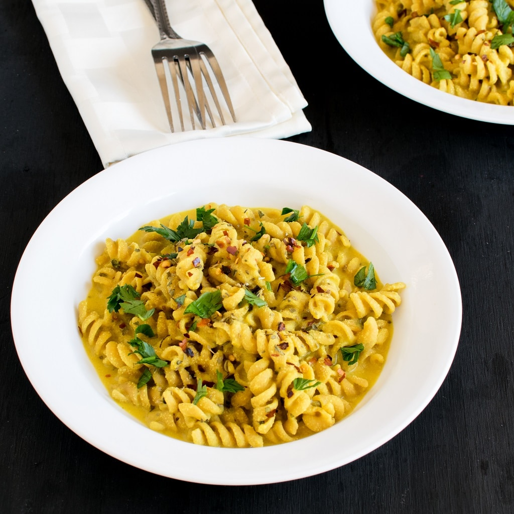 Calling out all Pasta lovers…..you are going to love this Creamy Coconut Pasta. It's outstanding and absolutely desirable. It's not Thai flavored but it tastes definitely out of this word. With only few ingredients and 20 minutes my weeknights are now super delicious [ vegan + oil free ] kiipfit.com