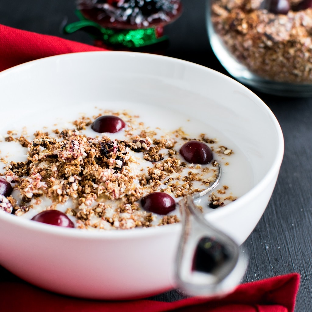 5 Ingredient Cranberry Quinoa Granola made out of fresh cranberries is PCOS friendly recipe. This granola is also vegan and gluten free. It is very rich in fiber and high on antioxidants. Also, this granola has the required amount of protein. Overall, it is a complete morning meal when combined with your favorite milk| kiipfit.com