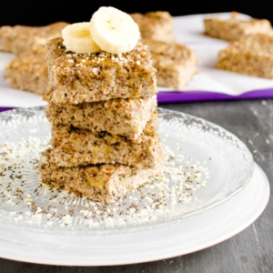 Banana Hazelnut Protein Bars are mildly sweet yet soft and luscious tasting vegan protein bars. These are made without processed protein powder are healthiest + nutritious + fiber rich [ vegan + gf + paleo ] kiipfit.com