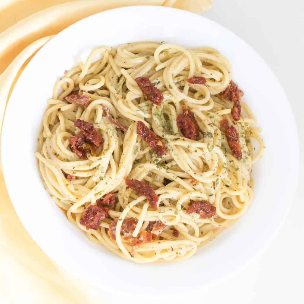 top view of vegan carbonara in a serving plate.