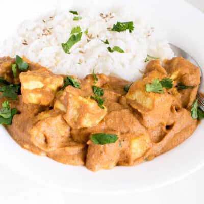 a 45 degree angle view of tofu tikka masala.