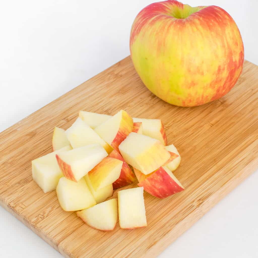 steps to chop apples.